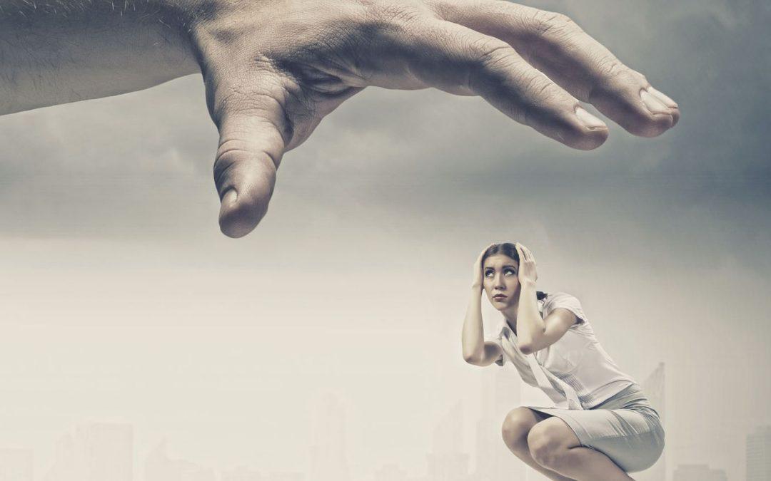 Pourquoi les femmes dépendantes affectives attirent les pervers narcissiques